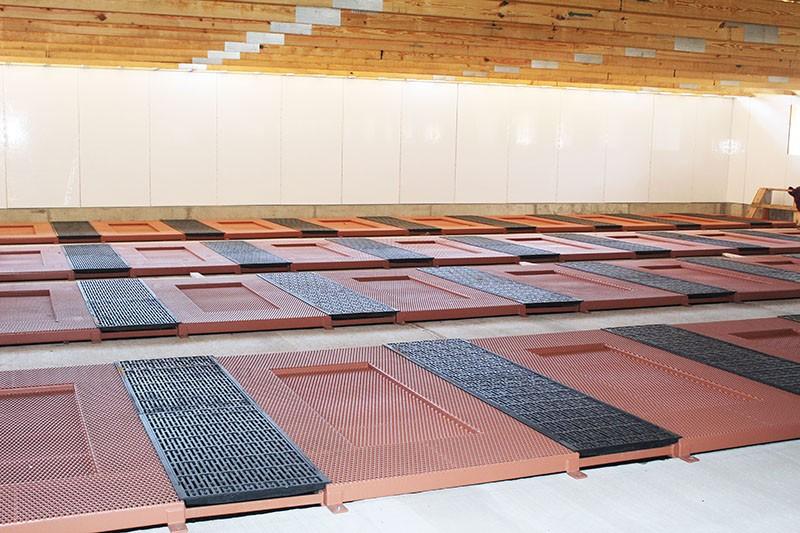 fairmont vets farrowing floor installation