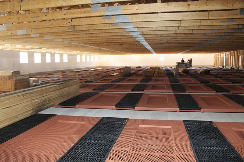Fairmont farrowing floor installation
